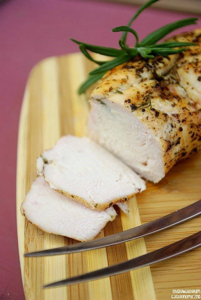 Miodowy filet z kurczaka z ziołami - idealny dodatek do kanapek, sałatek i wrapów, świetny substytut napakowanych chemikaliami wędlin drobiowych.