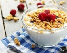 Muesli aux framboises et fromage blanc 0% pour petit-déjeuner à moins de 200 calories