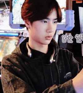 Yibo concentrated on his game <3