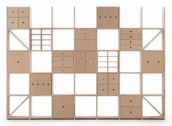 専用のオプションパーツを組み合わせれば、より機能的な壁面収納に。