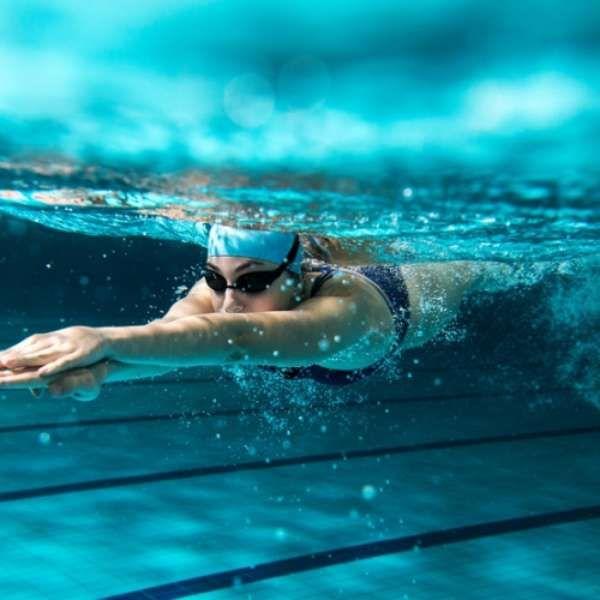 Dica olímpica: faça natação sem detonar os cabelos