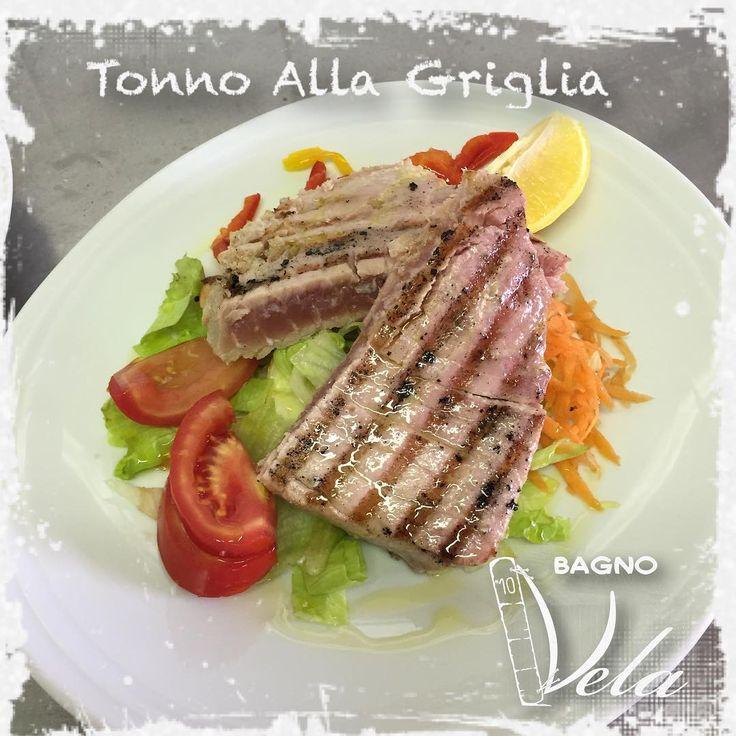 Trancio di tonno alla brace #tonno #pesce #ristorante #mare #spiaggia #bagno #bagnovela #cucina #chef #picoftheday #seafood #pranzo #pranzodelladomenica #cena #apertura2017 #food #foodporn #foodstagram http://www.butimag.com/ristorante/post/1480983855262364028_4908153266/?code=BSNgvhDAHF8