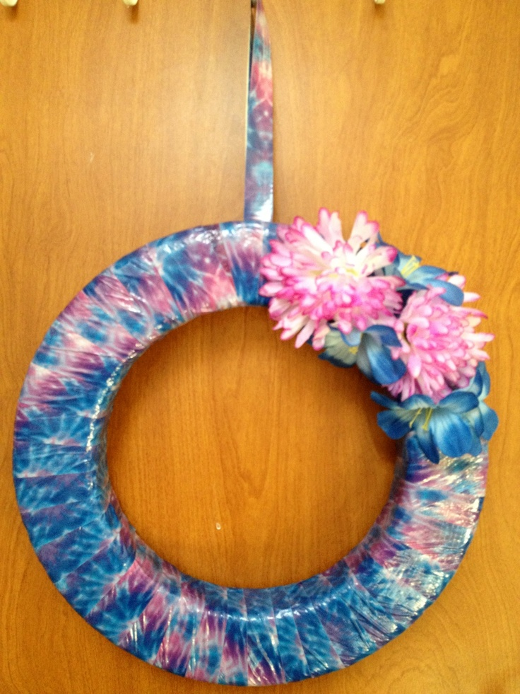 17 best images about duct tape wreath on pinterest for Super easy duct tape crafts