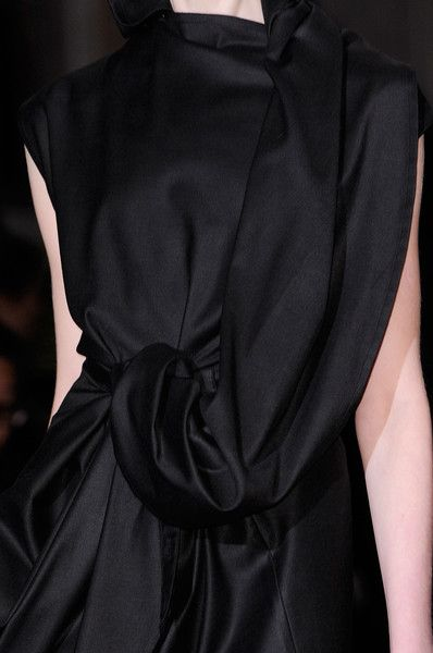 Draped & twisted - simple elegance; all black fashion details // Ann Demeulemeester Fall 2014