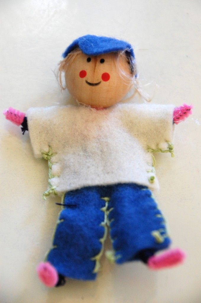 Felt dollhouse dolls - pipe cleaner, wooden bead, embroidery floss, needle, doll hair, glue gun.     Make a family.