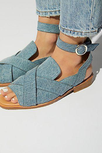 5aaddbe21f4da0  Beach Shoes  Sandals Cute Beach Shoes