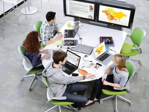 Steelcase integriert neue Technologien in Seminarräume und Lernumgebungen. Bewegliche Tische, Stühle und mobile Whiteboards sichern ein Höchstmaß an Lernkomfort.