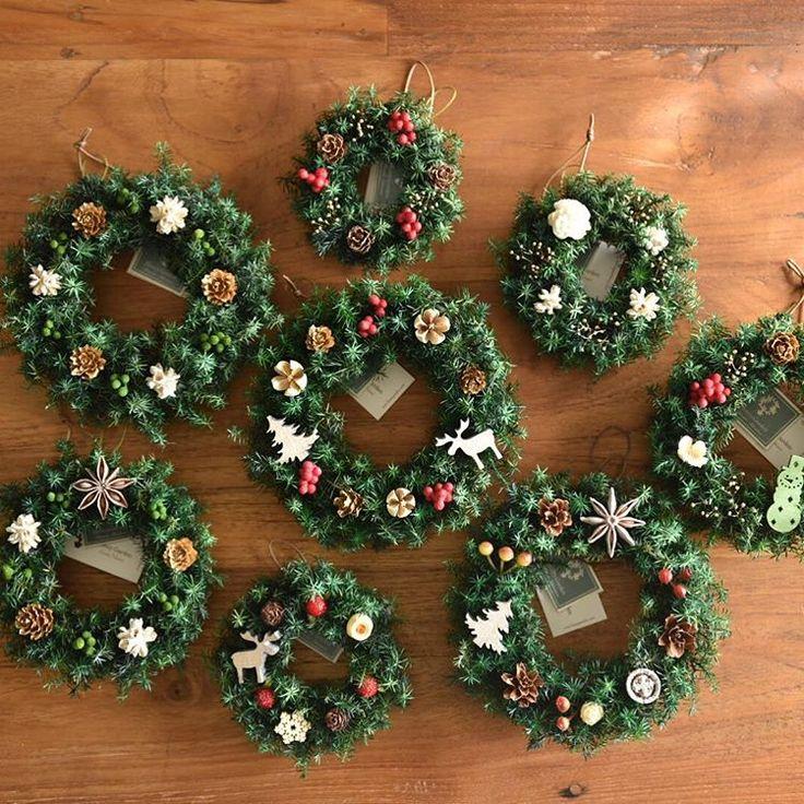 人気のミニリース。完売したので ちょこちょこ作り足しています。小さいのに手間のかかる作業。でも並ぶと可愛いくて楽しい ・ Honey Garden のクリスマスの出展は、 ■日本橋三越・11月30日(水)〜12月13日(火) お正月飾り、新春アレンジは、 ■伊勢丹新宿店・12月26日(月)〜1月10日(火)  ・ #ハニーガーデン #honeygarden #magiq #滝沢可奈子 #花 #リース #花のある暮らし  #アトリエ #花屋 #flower #wreath #christmastree #florist #インテリア  #christmas #christmaswreath #ハンドメイド #ナチュラル  #japan #nikon #ミニリース #トピアリー  #ウェディング #北欧  #クリスマス #プリザーブドフラワー #シャビーシック #クリスマスリース #ツリー #ドライフラワー