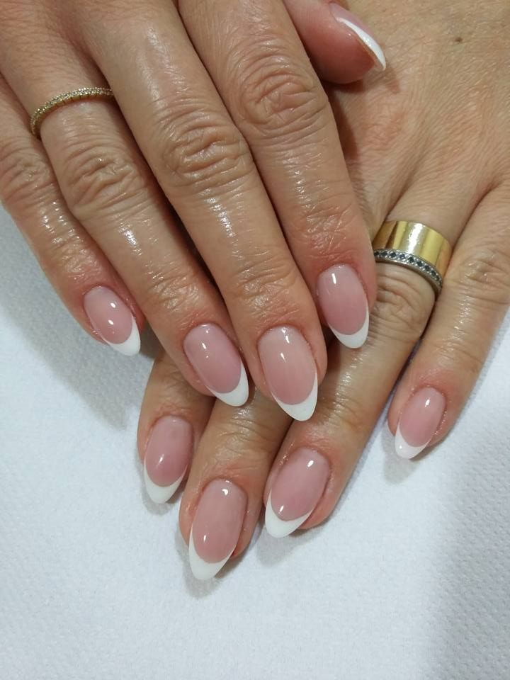 French Almond Nails Acrylicnailsnatural In 2020 French Manicure Nails French Tip Acrylic Nails Minimalist Nails