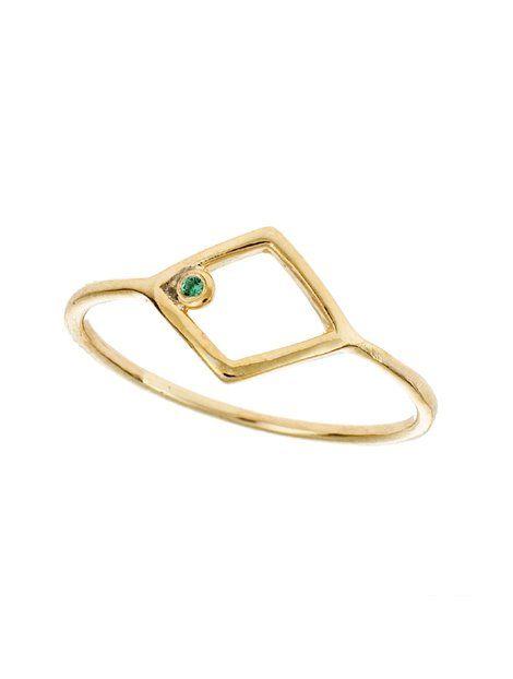 Δαχτυλίδι Χειροποίητο Χρυσό 14Κ με Ζιργκόν Αναφορά 020779 Ένα όμορφο χειροποίητο δαχτυλίδι Χρυσό 14Κ σε κίτρινο χρώμα,στο οποίο σχηματίζεται ένα τετράγωνο ,ενώ η επεξεργασία του είναι ματ. Το δαχτυλίδι είναι στολισμένο με ημιπολύτιμες πέτρες (ζιργκόν) σε πράσινο χρώμα.