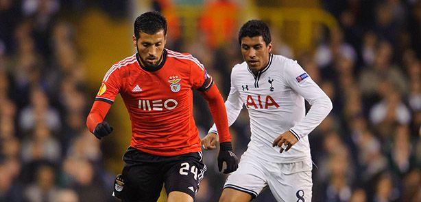 """Benfica e FC Porto entram hoje em campo na Liga Europa, decididos a fazer valer a vantagem alcançada no jogo da 1.ª mão dos """"oitavos"""".  As águias têm, à partida, uma tarefa mais facilitada, pois o resultado alcançado em Inglaterra (1-3) permitirá uma gestão confortável. Quanto aos dragões, um golo pode ser pouco para saírem """"vivos"""" do inferno que os espera em San Paolo. Será que confirmam o apuramento para a próxima fase?"""