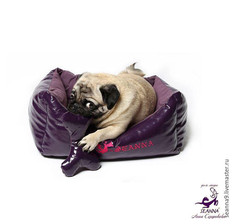 """Купить Лежанка для собаки или кошки """"Лаковая с флисом и вышивкой"""" - фиолетовый, лежанка для собаки"""