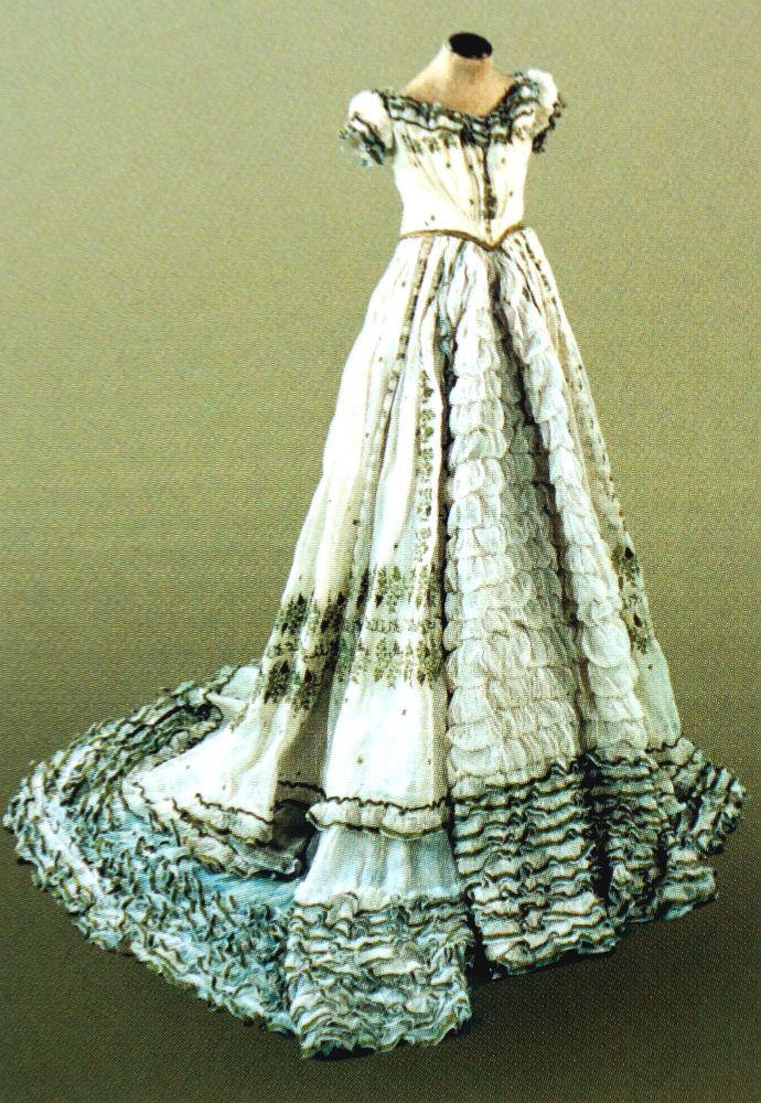 Dress of Empress Elisabeth  ______________________________ Kleid von Kaiserin Elisabeth