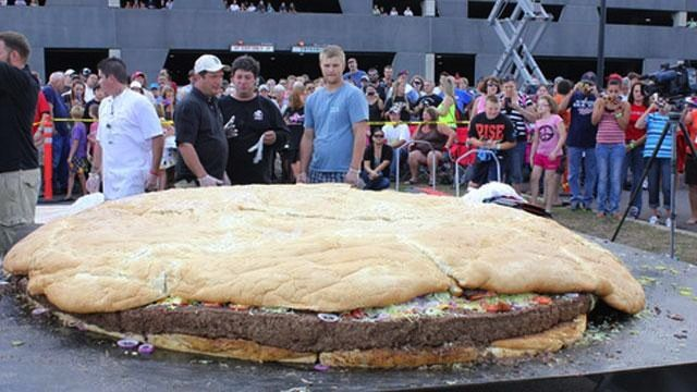 World's BIGGEST Burger! 60 Lbs of Bacon! Breaking Guinness Records! Go Burgers Go!