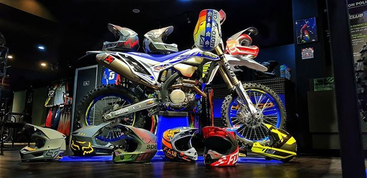 FOX RACING MX18  amp  MX19 HELMET COLLECTION  amp  SHERCO 2019 300 SEF  FACTORY Available c57d1259b
