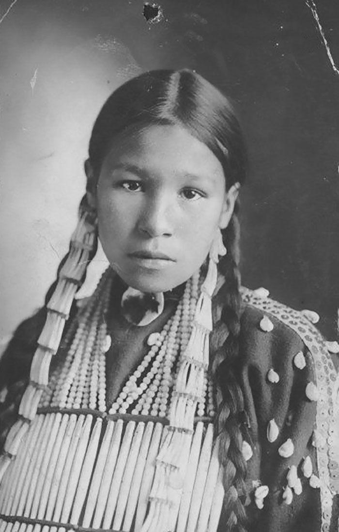 Une jeune fille inconnue de Lakota en 1890