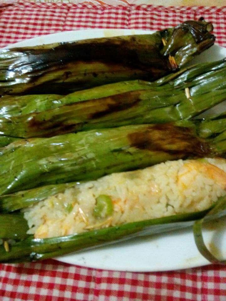 PEPES UDANG NASI PUTIH............. bahannya... Setengah kg udang segar... Enam sendok nasi putih....satu tangkai daun bawang...enam siung bwng merah...dua siung bawang putih...satu sendok minyak goereng....garam secukupnya dan satu sendek gl putih..   Daun pisang  dan tusuk gigi secukupnya..  Caranya,...buang semua kulit udangdan kepalanya,cuci semua bhn smp bersih.....ulek semua bumbu smp halus... Masukan udang dan tekan2 smp sedikit hancur... Masukan nasi dan minyak goreng,tambahkan…