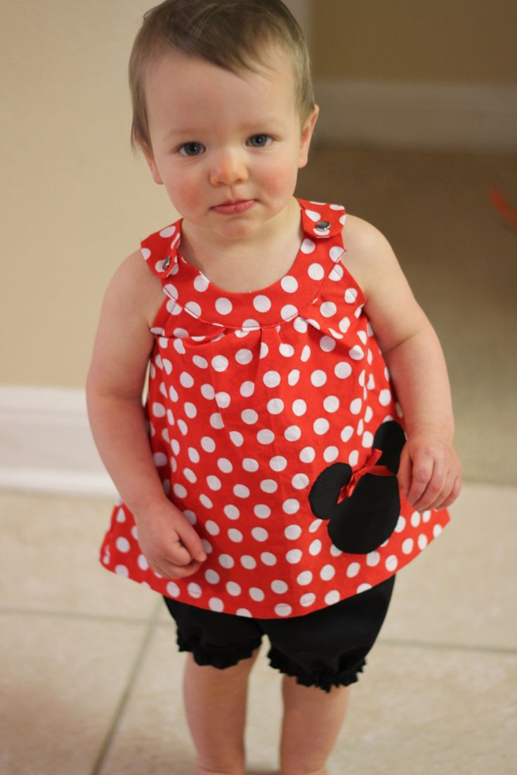 Minnie Mouse top and shorts -   top FREE pattern from prudentbaby.com (snappy top)  Bottoms Sweet and Simple Bloomers also a FREE patternhttp://sewingmamaraeanna.blogspot.com/2013/06/sweet-and-simple-bloomer-pattern.html