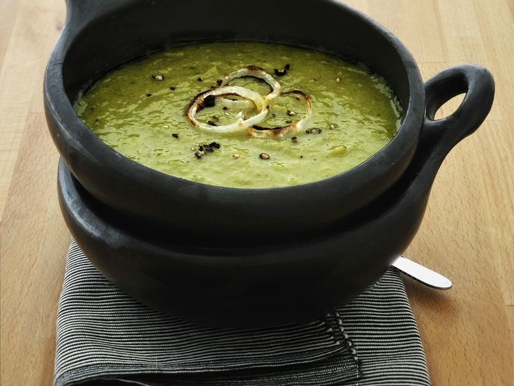 Gegen eine Kartoffelsuppe ist nie etwas einzuwenden. Lauch-Kartoffel-Suppe - smarter - Kalorien: 189 Kcal - Zeit: 45 Min. | eatsmarter.de
