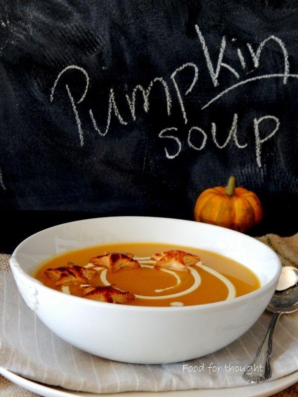 Σούπα με κολοκύθα και αστεράκια σφολιάτας. http://laxtaristessyntages.blogspot.gr/2014/11/pumpkin-soup.html