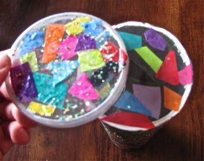 kaleidoscope from a Pringles canMuffins Trees, Fun Activities, Easy Kaleidoscopes, Schools Ideas, Chocolates Muffins, Creative Mess, Contact Paper, Free Fun, Wonder Ideas
