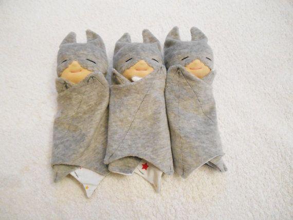 RESERVE   Trio de doudou gris super héros par PetitesChiffonneries