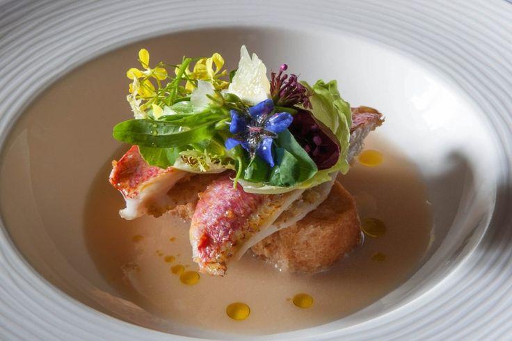'triglia farcita con pan chinotto e zuppa bianca di pesce e limone' http://www.cicciosultano.it/2015/03/25/ciccio-sultano-presenta-il-nuovo-menu-al-duomo/