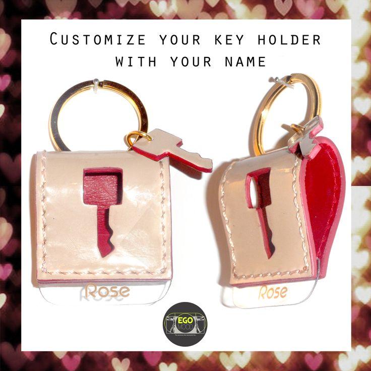 one of two keychain personalized with name / uno de due portachiavi personalizzato con il nome #sanvalentin #gift #sanvalentino #idearegalo #portachiavi #regalo personalizzato #love #keychain