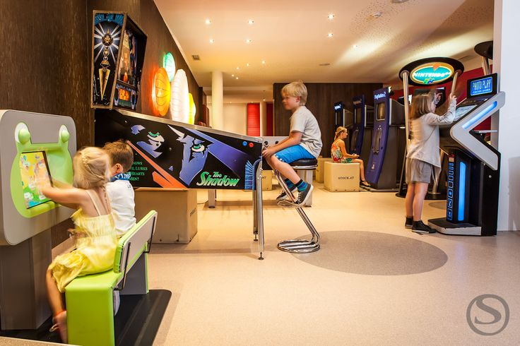 Kids in der Players Lounge