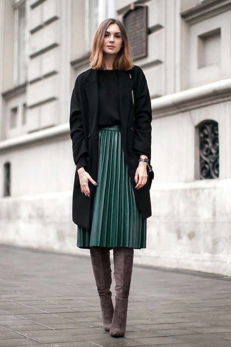 Le-Fashion-Blog-Blogger-Style-Black-Longline-Coat-Sweater-Green-Midi-Pleated-Skirt-Over-The-Knee-Suede-Boots-Via-Fashion-Agency                                                                                                                                                                                 Más