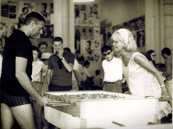 #ThrowBackThursday #DarioFo and #FrancaRame on vacation in #Cesenatico back in the #60s Pic by @Ibravagente via twitter