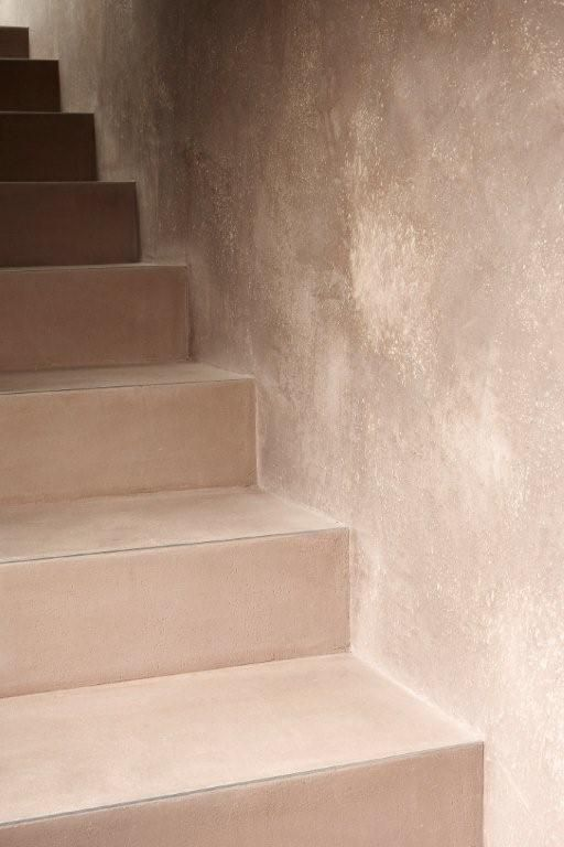 Treppe Und Wand In Mineralputz Kalkputz Wand Verputzen