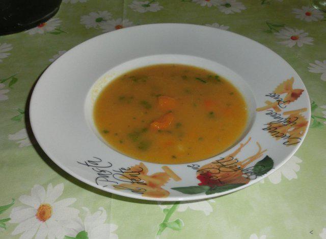 Das perfekte Gelbe Rüben-Suppe-Rezept mit Bild und einfacher Schritt-für-Schritt-Anleitung: Kartoffeln, hatte ich vom Vortag noch übrig, schälen und…