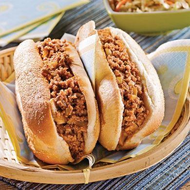 Pour les enfants, les pains à hot-dog sont synonymes de festivités! Cette recette leur mettra l'eau à la bouche… et le sourire aux lèvres!