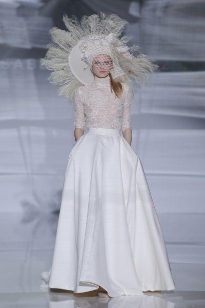 Vestidos de novia cuello cisne 2017: Déjate seducir por su elegancia en tu gran día Image: 7