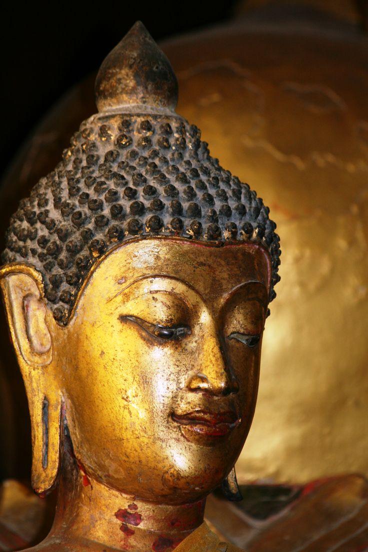 les 12 meilleures images du tableau tetes de bouddha buddha heads sur pinterest tete de. Black Bedroom Furniture Sets. Home Design Ideas