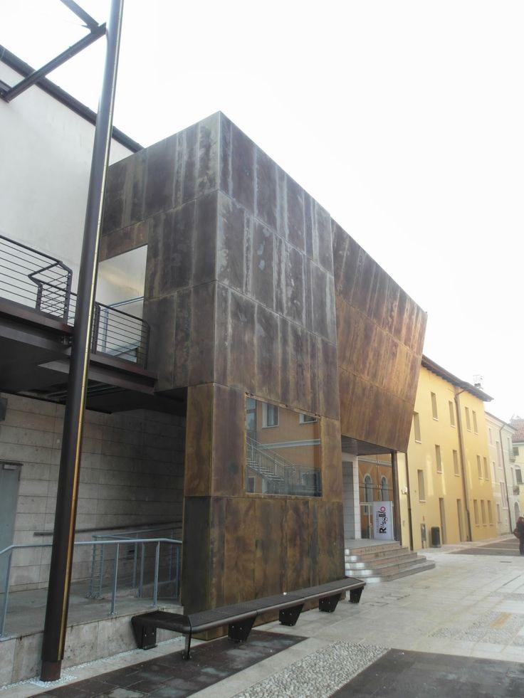 Teatro con rivestimento in ottone - finitura brass 28 - Portograuro - Venezia