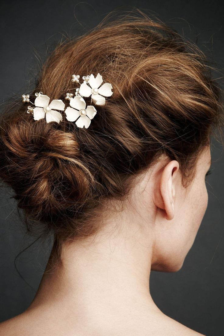 Hair accessories for wedding online india - Love This Wispy Textured Updo Bun With Soft Volume Delicate Accessories