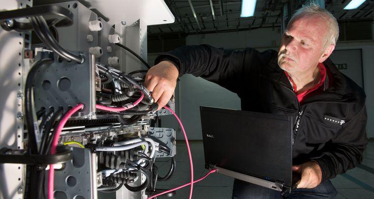 """Ungedrosseltes Glasfaser Gigabit Internet für Zuhause - http://apfeleimer.de/2014/06/ungedrosseltes-glasfaser-gigabit-internet-fuer-zuhause - Nachdem Google Fibre Gigabit Anschlüsse in US-Großstädte bringt ziehen die Schweizer nach: der Internet-Provider Init7 bringt Gigabit Internetin das Wohnzimmer – für gerade einmal53 Euro monatlich! Dabei handelt es sich um einen """"Fiber-to-the-Home"""" Anschluss – eine..."""