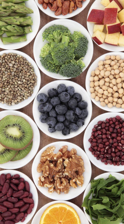 Is calorieën tellen uit den boze? Moeten we eten zoals de holbewoners? Vermindert bio dan toch niet de kans op kanker? Er zijn geen zekerheden meer, al helemaal niet op het gebied van gezond eten. De laatste nieuwe bevindingen, verzameld in een handig en kritisch lexicon.