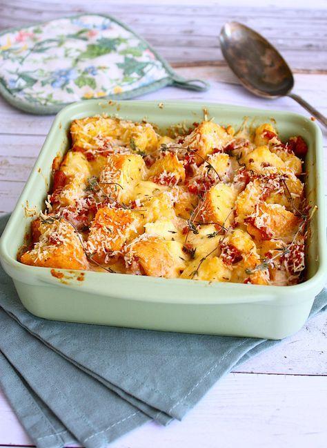 Onlangs ontdekte ik de Amerikaanse strata oftewel een hartige broodpudding. Ik maakte een variant met brie en bacon. Perfect voor het zondagse ontbijt!