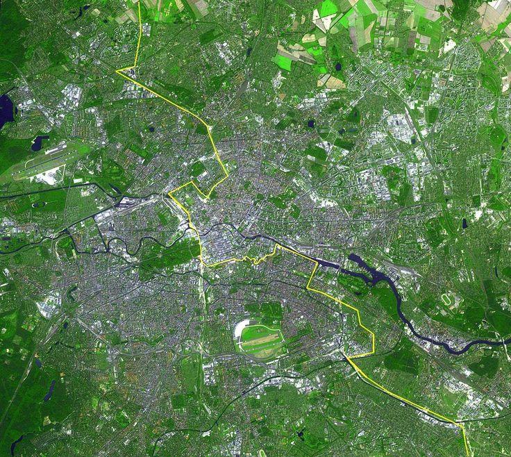 Berlin_satellite_image_with_Berlin_wall.jpg (1506×1347)