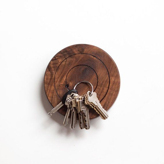 La cible is a magnetic key holder that helps you put your keys somewhere you know you'll find them (a recurrent problem for Vincent, co-founder of