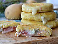 Zucchine pastellate al forno con prosciutto e formaggio cotte al forno golose sfiziose con tanto formaggio filante e prosciutto cotto ideali per un secondo
