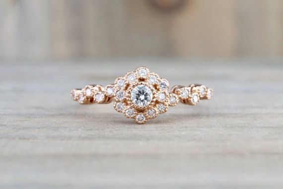 Metal............................. 14K Or Rose Diamants... 0,38 ct Diamants... Diamants ronds Clarity............................VS/SI Color............................. G Size............................... 6.5 (bague peut être redimensionné, sil vous plaît indiquer la taille en « note au vendeur » à la caisse)   .......................................... Tous nos bijoux sont toujours en or ou en platine avec diamants et pierres précieuses naturelles sauf si précisé. Tous nos diamants s...