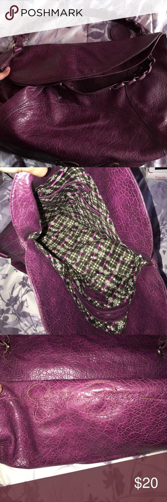Jessica Simpson purple shoulder bag Jessica Simpson purple shoulder bag with magnet closure at the top Jessica Simpson Bags Shoulder Bags