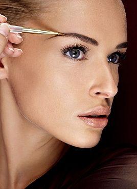 How to: Perfect eyebrows! Je hebt altijd zulke wenkbrauwen willen hebben maar je wist nooit waar je moest beginnen? Volg deze stapjes op weg naar je perfecte wenkbrauwen!