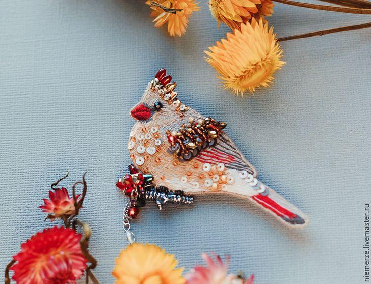 """Купить Вышитая брошь птица """"Красный Клюв"""" - коричневый, брошь птичка, вышитая брошь"""
