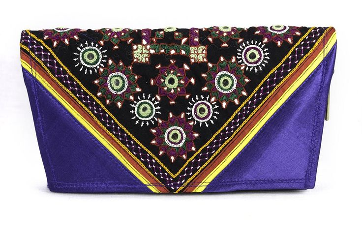 Vama Clutch has stylish post card look.This Clutch has 2 chain slots as you open zip inner chain and 2 slots .Unique design with limited edition with fine colors. @Styleincraft #GirlsWallets #WomensPurses #handmadeclutches #clutchpurse #bestclutch