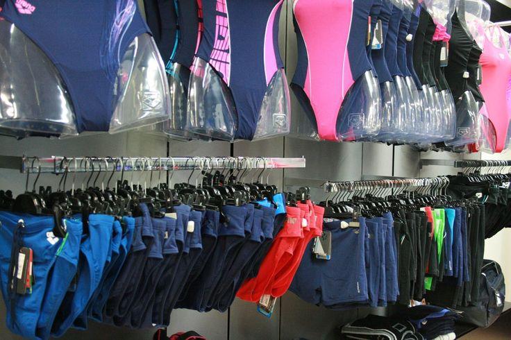 Al piano inferiore tutto lo #sport di cui hai bisogno. Accessori per il #nuoto, #piscina adulti e bambini. www.angolodellosport.com